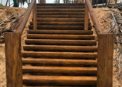 Escada rústica em eucalipto
