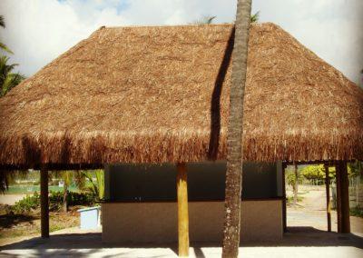 Quiosque com estrutura em eucalipto e cobertura em piaçava 1