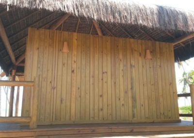 Quiosque com estrutura em eucalipto e cobertura em piaçava 2