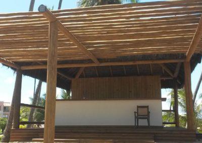 Quiosque com estrutura em eucalipto e cobertura em piaçava 5