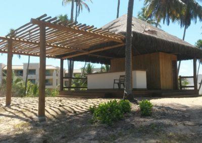 Quiosque com estrutura em eucalipto e cobertura em piaçava 6